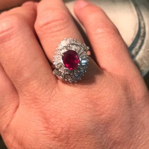 Stunning ruby, diamond & 18 k gold.